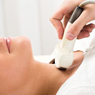 Foto: Ultraschall-Untersuchung des Halses